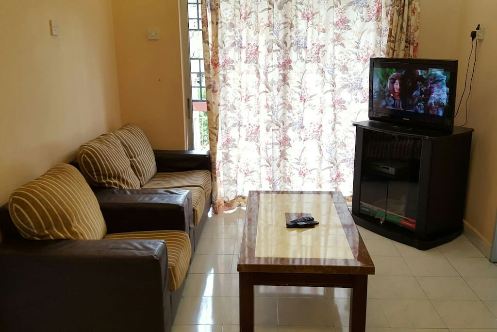 Living hall c/with sofa sets , flat screen TV with Astro Satellite channels