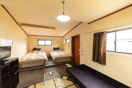日本製高級セミダブルベットでゆっくりお休みください。일제 고급 세미 더블 침대에서 편히 주무세요.