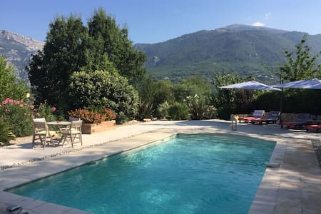 Bed & Breakfast - home with stunning poolside view