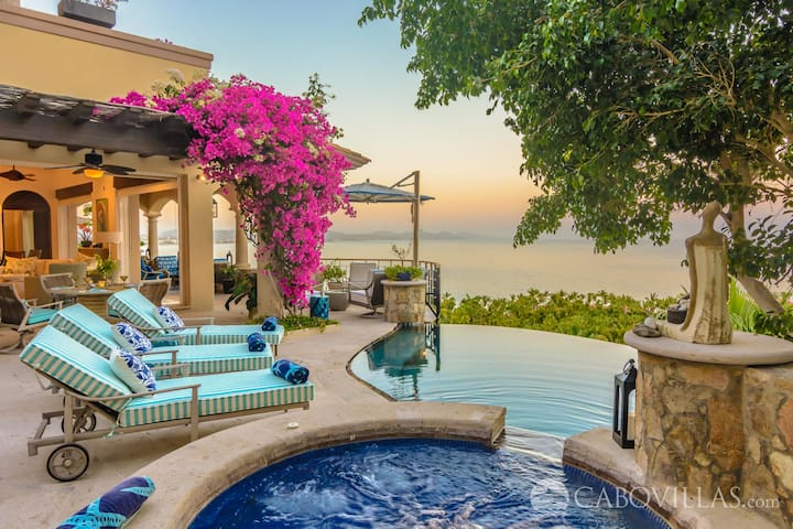 Hillside Palmilla Villa with Amazing Panoramic Views