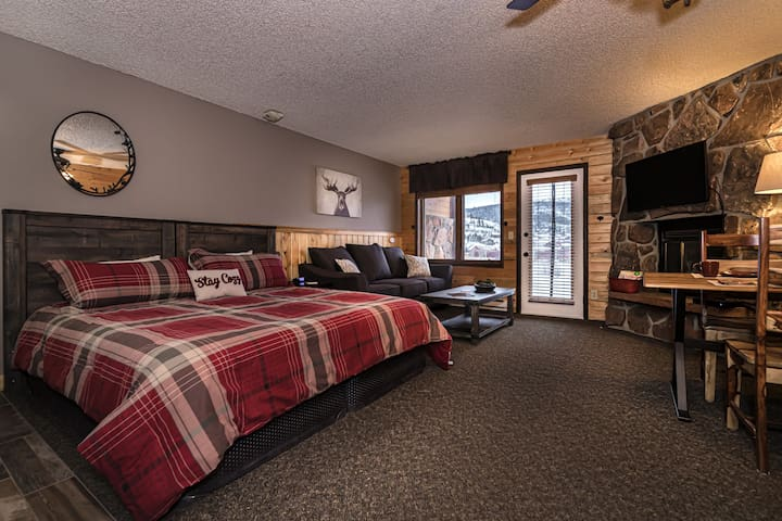 Enjoy mountain and pond views from your cozy studio!