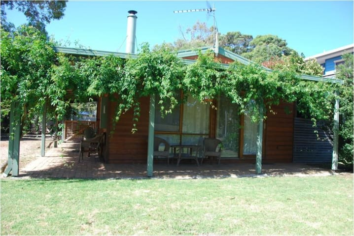Cedar Cottage - Close to water and Dog Friendly