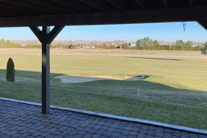 Trendy Hideaway on the Golf Course at Moses Pointe