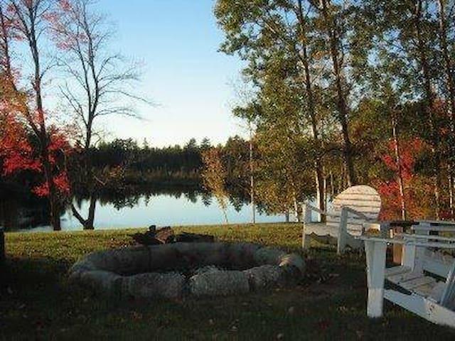 Cozy Lakeside Cottage - Whitefield - Cabana