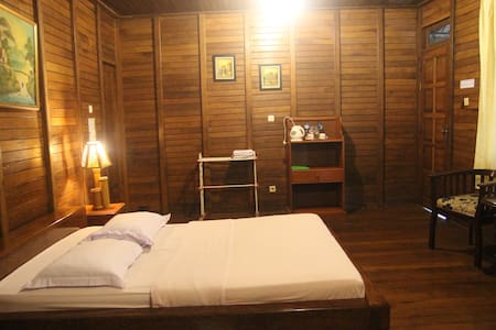 Relaxing cottage with veranda in North Sulawesi - Tomohon Utara - 別荘