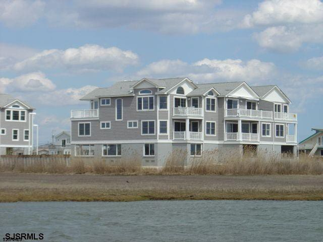 4BR and 3.5 Ba Townhome - 360 Degree Waterviews in Somers Point