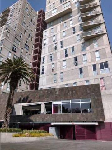 Habitación céntrica en bonito y seguro condominio
