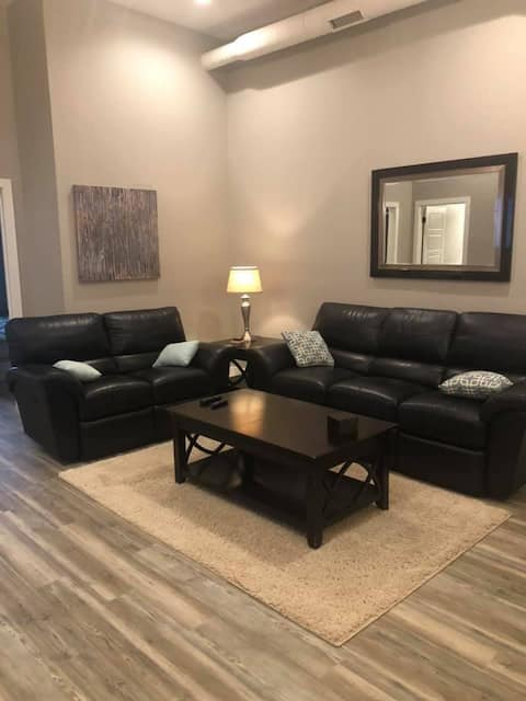 Gorgeous 2 bedroom unit with upscale amenities