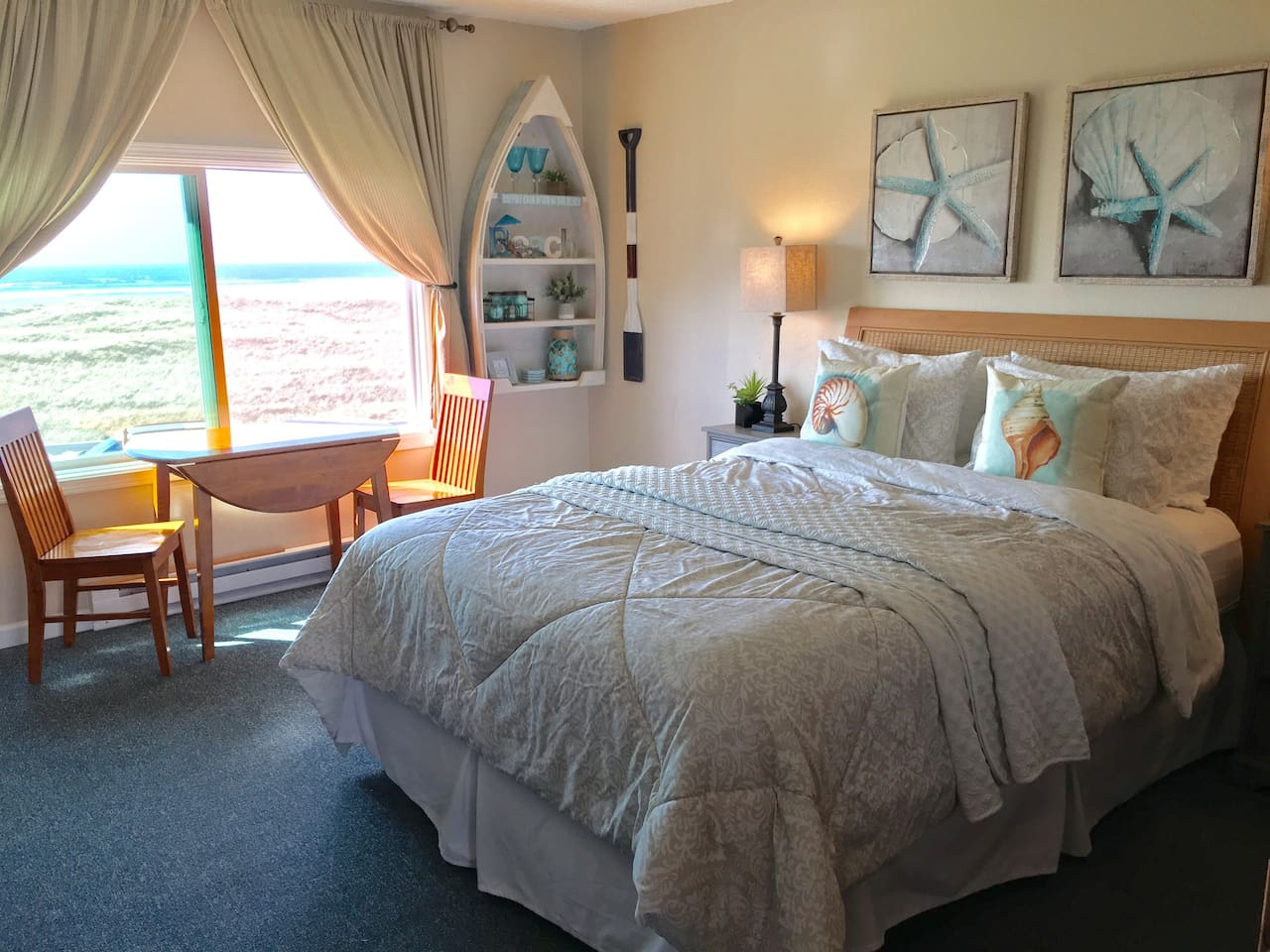 See the ocean from the brand new Queen Bed !