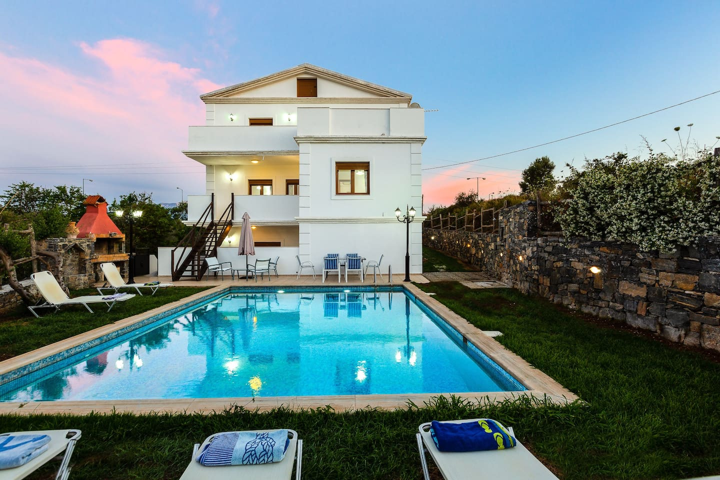 An aspect of the pool and the exterior of the Villa!