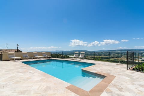 Holiday house with pool and fantastic views