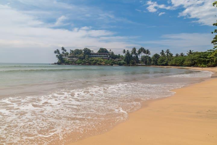 Dream Lanka Surf House - Beachfront and ocean view