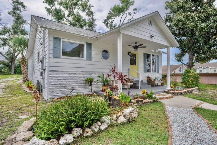 Beach Bungalow! Walking distance of St Andrew Bay