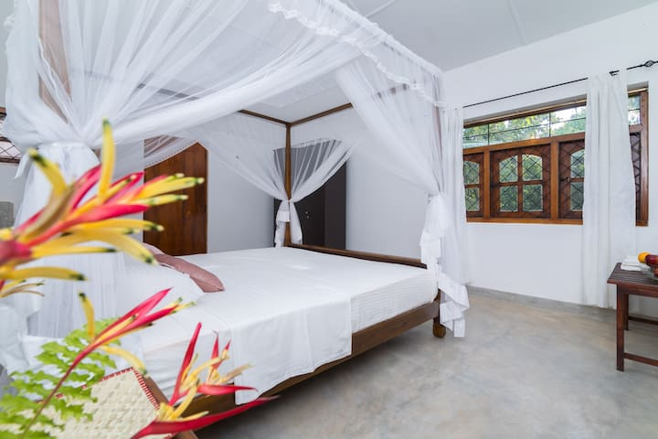 Deluxe Double Room with A/C in Hikkaduwa