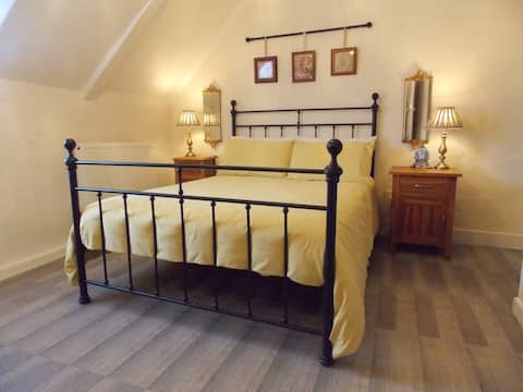 Lovely Double Room in Newport