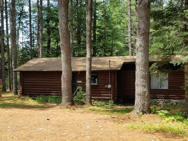 Charming log cabin on Crooked River in Maine