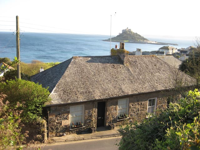 Romantic cottage with fantastic coastal views - Marazion