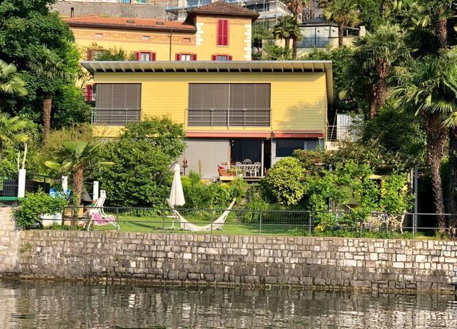 Casa da sogni con giardino sul lago di Lugano