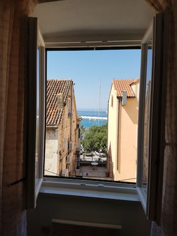 Apartment Paola with sea view and sun terrace