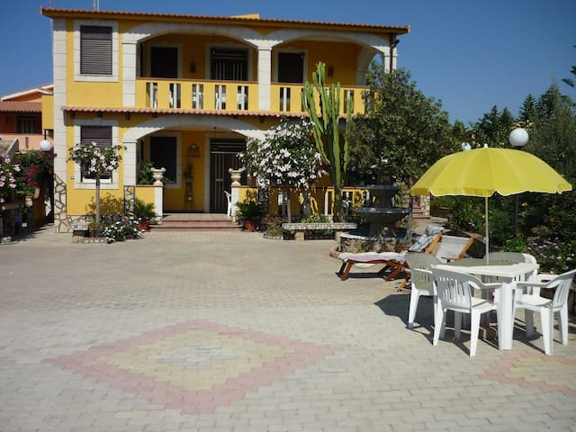 VILLA WITH SEA VIEW -GARDEN-TERRACE-WI-FI-PARKING - Pisciotto - Carrubella - Vila