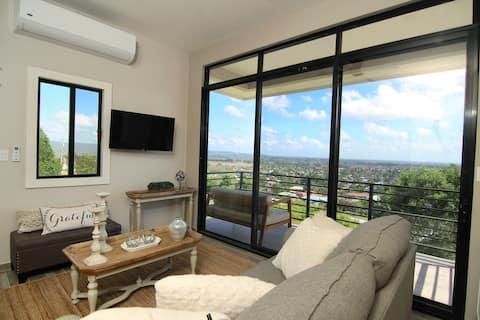 2BR/2B Luxury Villa with Mountain Views