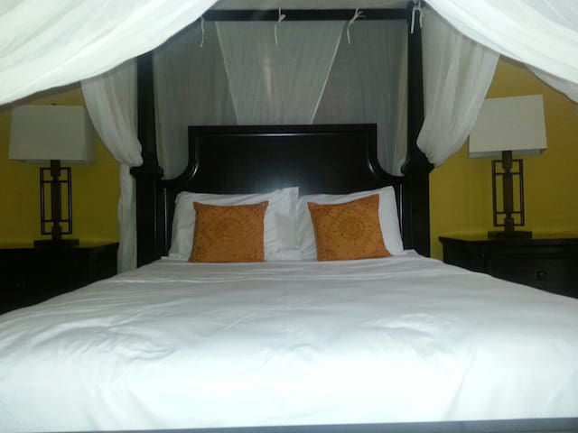 Master ensuite bedroom with four poster queen size bed