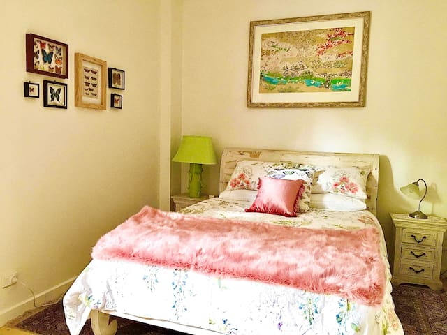 The Butterfly Bedroom in the Old Barrel Shed has a very comfortable queen-size bed and luxurious linens.