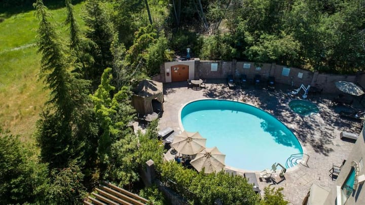 SANTA CRUZ ESCAPE! LOVELY KING UNIT, POOL, PARKING
