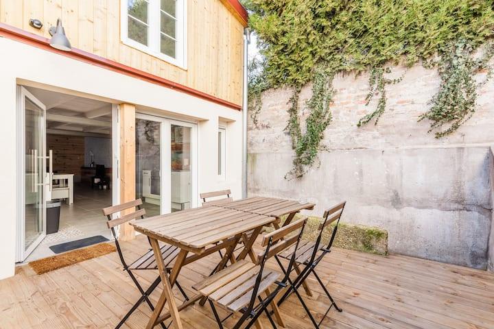 Duplex design avec terrasse et garage