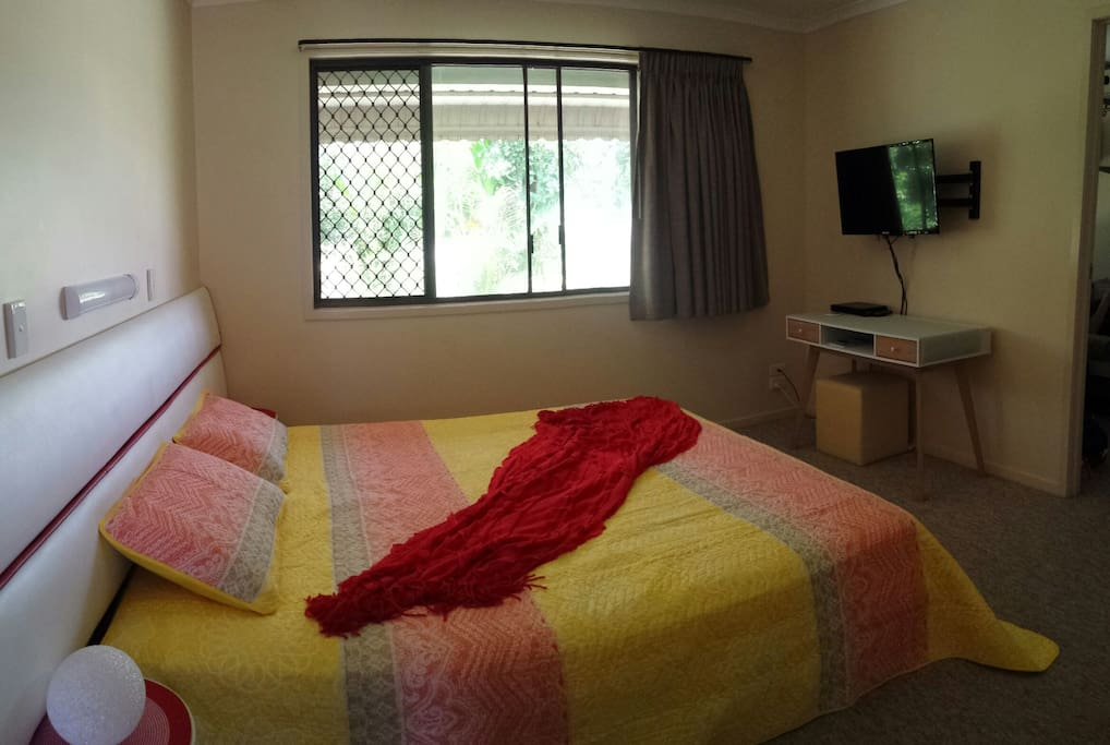 King size bed in master bedroom with TV and Chromcast.