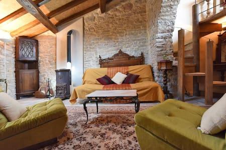 Appartement de charme avec grande arche en pierre - Ferrières les Verreries