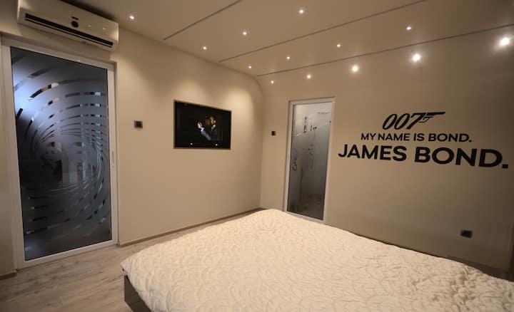 007 James Bond Deluxe Apartment