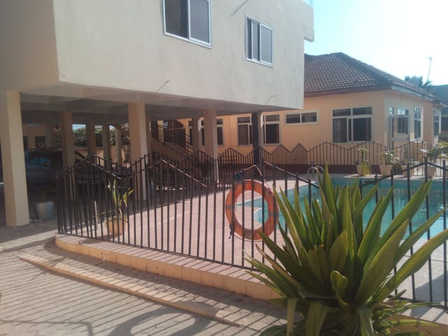 Modern furnised villa 1 bed self contained Pool V7 - Accra - Apartment