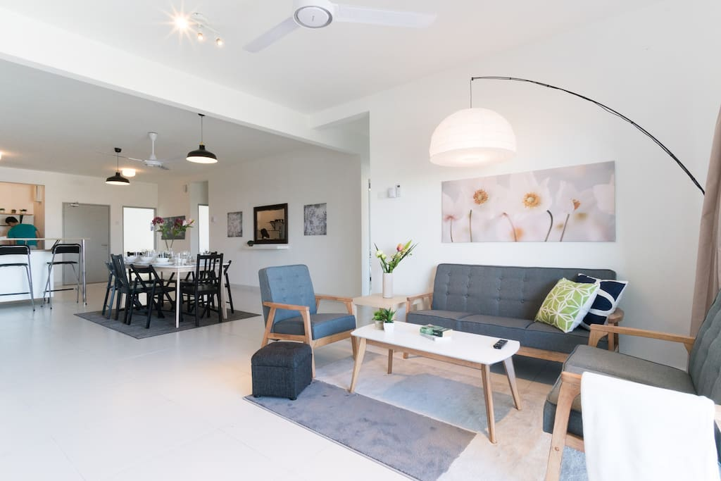 Open concept living room, dining and kitchen that are tastefully decorated