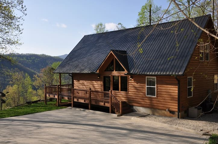 Beautiful Log Cabin with with Amazing View
