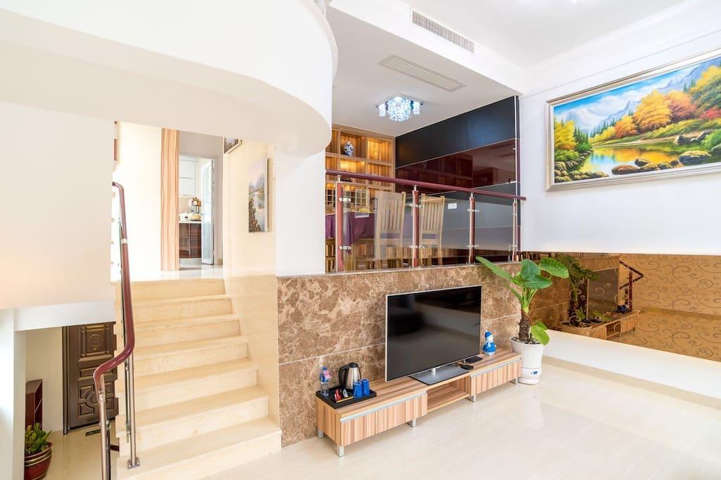 别墅一楼的大客厅