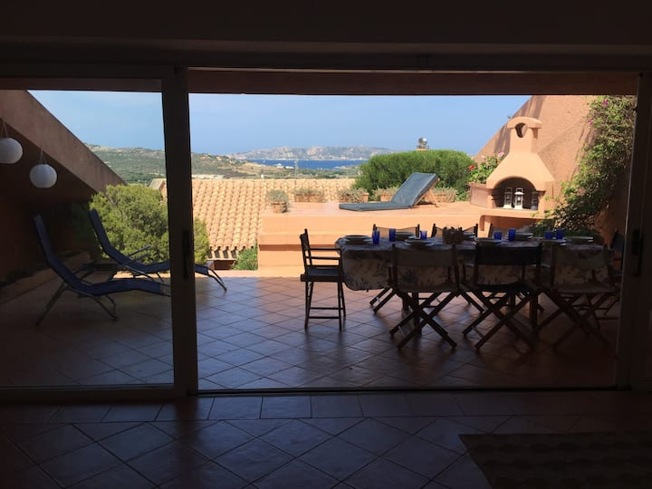 Villa with large garden and swimming poll access