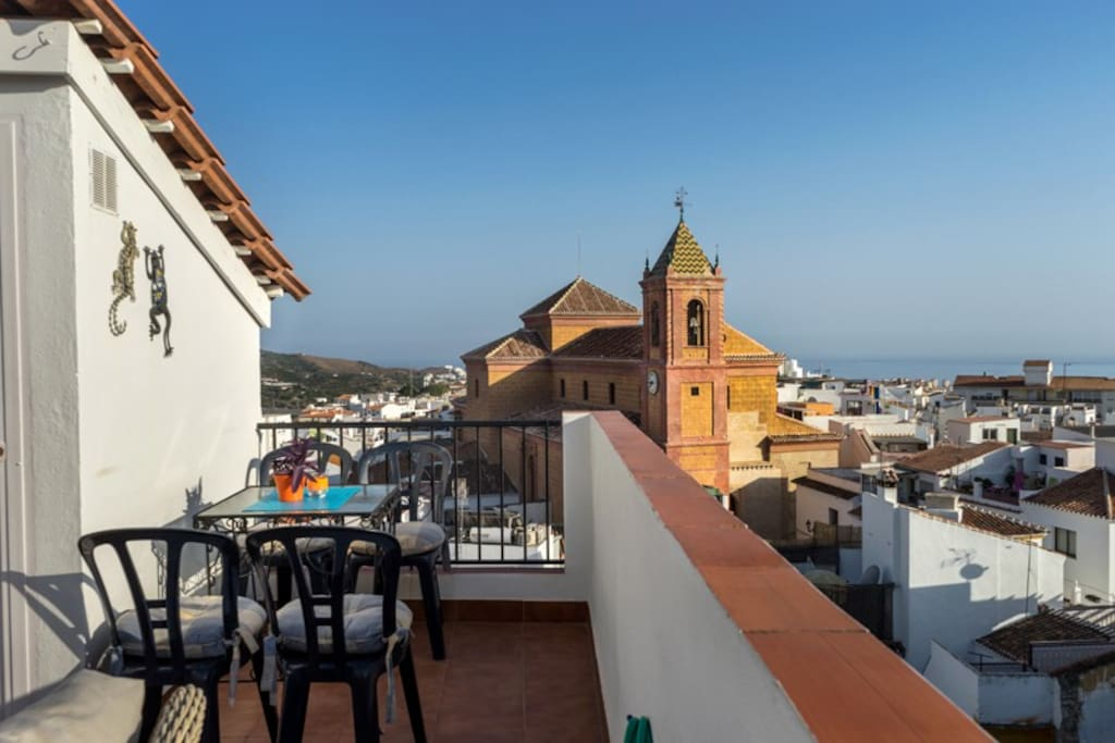 maison de ville historique avec terrasse sur toit maisons de ville louer torrox. Black Bedroom Furniture Sets. Home Design Ideas
