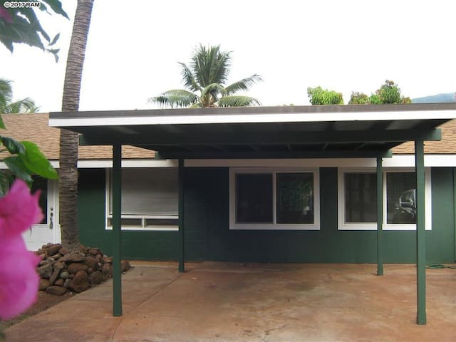 GREEN HOUSE- Lahaina bedroom 1