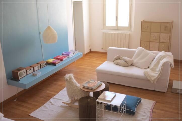 CARTERIA 90 -  large, central and bright apartment - Modena - Apartamento