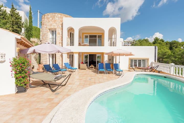 Luxurious, detached villa with swimming pool 10 persons + extra children