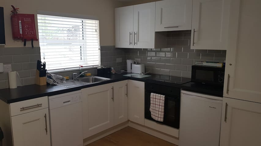 Beautiful  newly renovated two bed apt  3 sleeps 6