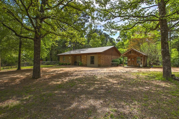 NEW! Broken Bow Family Home w/ Pool & Trampoline!