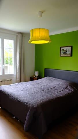 Ground floor bedroom with garden view