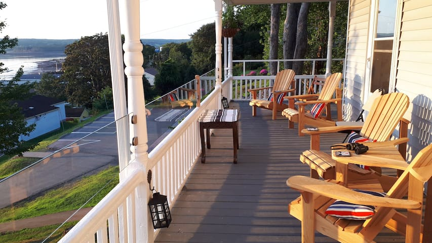 Covered porch with harbourview