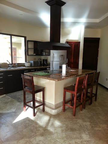 Two bed luxury  100m to ocean and super pool - Provincia de Guanacaste - Apartment