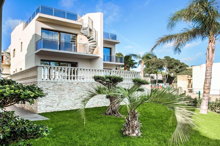 Villa with sea view and jacuzzy!