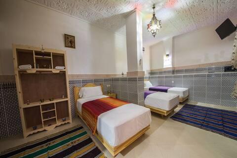 habitación triple privada con baño privado