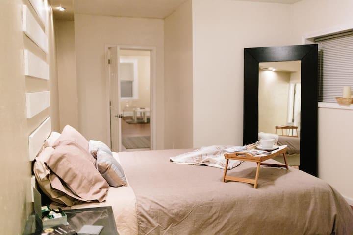 Cozy & Modern 1BD/BR Centrally Located w/Fireplace ...