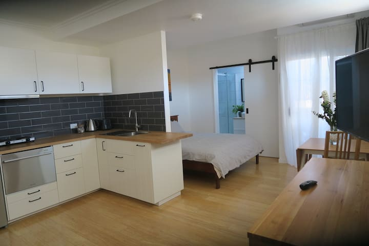 Studio @ St Cath's Cottage, Wynnum by the Bay